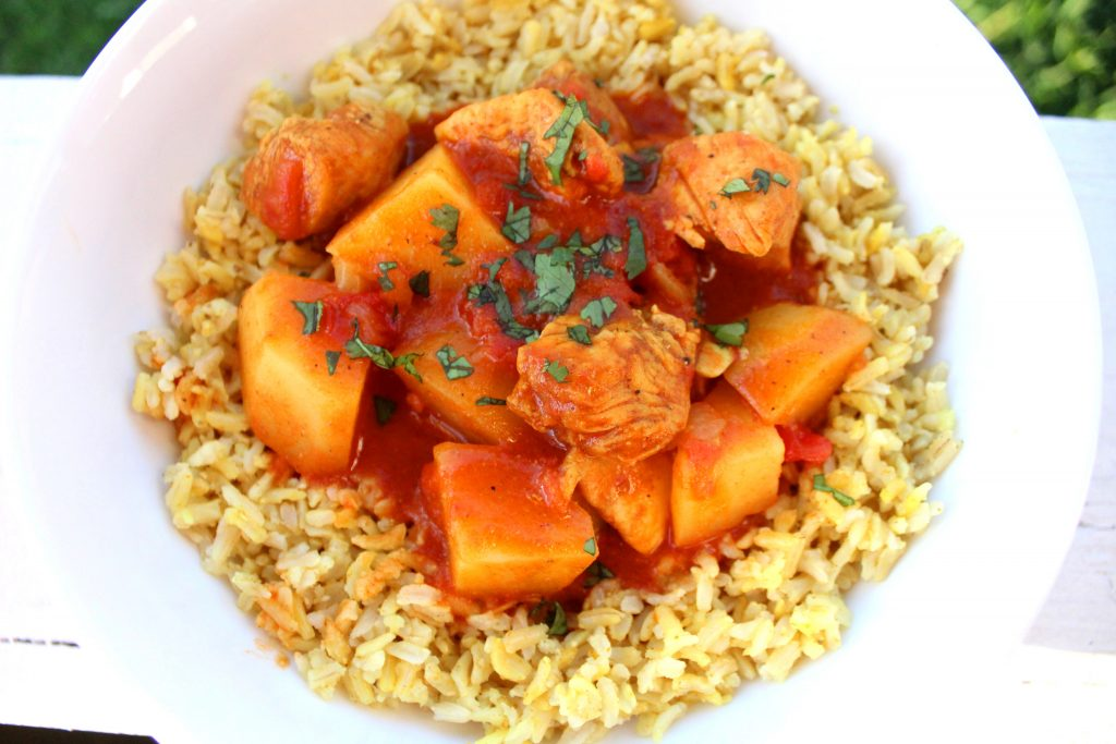 Chicken Potato Curry is a delicious bowl of Indian flavors! Sauteed chicken and perfectly cooked potatoes in a creamy tomato curry sauce. Great for a beginner to Indian food! Weight Watchers friendly recipe! www.bitesofflavor.com