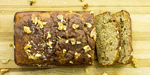 Cinnamon Banana Nut Bread-Banana bread with a twist! Healthy version of banana bread with a cinnamon swirl in the middle! Weight Watcher friendly (7 SmartPoints). www.bitesofflavor.com