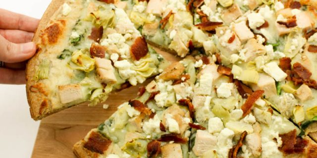 Guilt free Bacon Spinach Artichoke Pizza with homemade garlic cream sauce! Easy to make, low fat, and cooks in 12 minutes! Weight Watcher Friendly (10 SmartPoints).