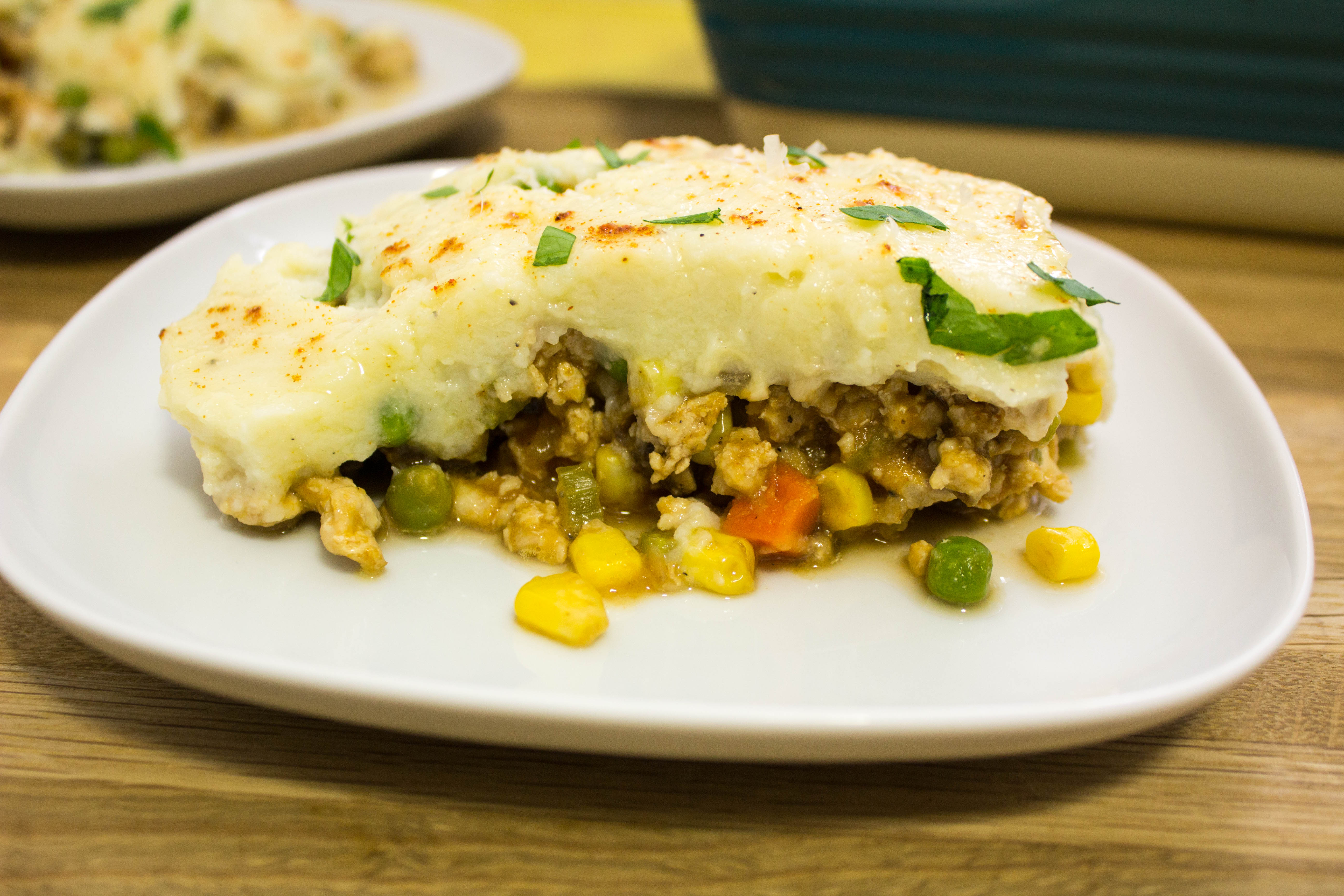 Mashed Cauliflower Shepherd's Pie- All the traditional flavors of the traditional recipe without the guilt! Savory, spiced meat & veggies topped with creamy mashed cauliflower. Weight Watchers friendly. www.bitesofflavor.com