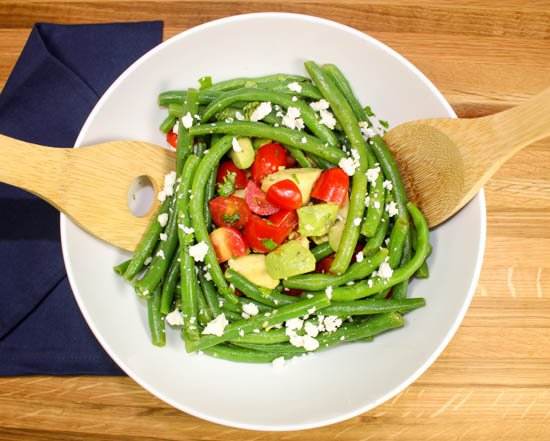 Quick & Easy Green Bean Tomato Salad is the perfect side dish for a busy week night! Weight Watchers friendly recipe. www.bitesofflavor.com
