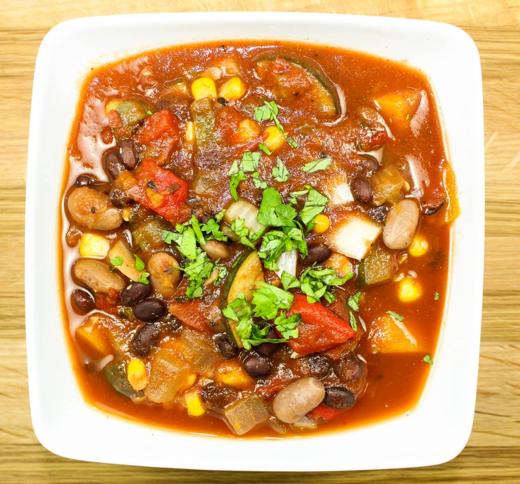 Slow Cooker Roasted Pepper Veggie Chili-Packed with hearty vegetables, roasted peppers, & beans. Seasoned to perfection with just the right heat that any chili needs. Freezer & kid friendly! Weight Watcher friendly (5 SmartPoints).