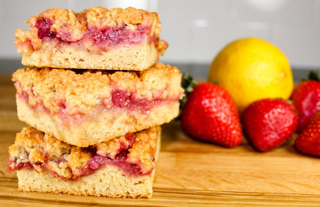 Strawberry Jam Crumb Bars are layers of dough, fresh strawberry jam topped with a crunchy crumb layer. Perfect for breakfast or dessert! Weight Watchers friendly recipe. www.bitesofflavor.com