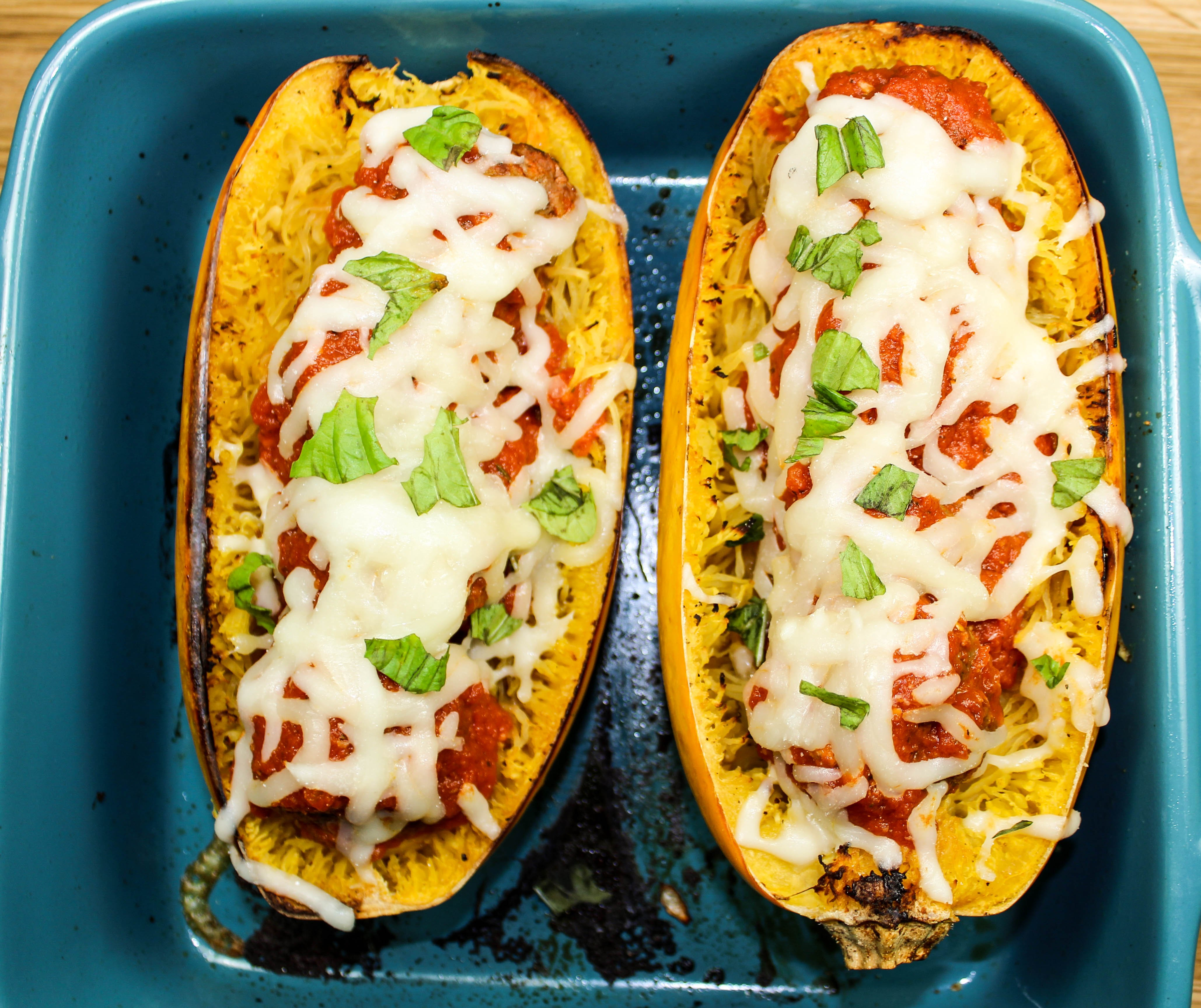 Meatball Stuffed Spaghetti Squash-Spaghetti & meatballs without the guilt. Juicy meatballs, stuffed in spaghetti squash, topped with fresh marinara sauce & cheese. Comfort food lightened up! Weight Watcher friendly (10 SmartPoints).