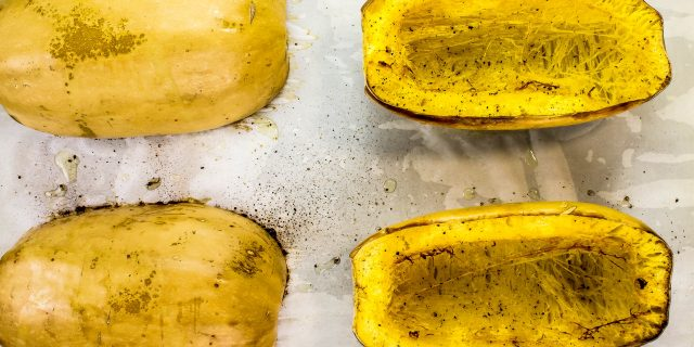 Roasted Spaghetti Squash-Delicious spaghetti squash is the perfect healthy alternative to traditional spaghetti noodles. Weight Watchers friendly recipe. www.bitesofflavor.com