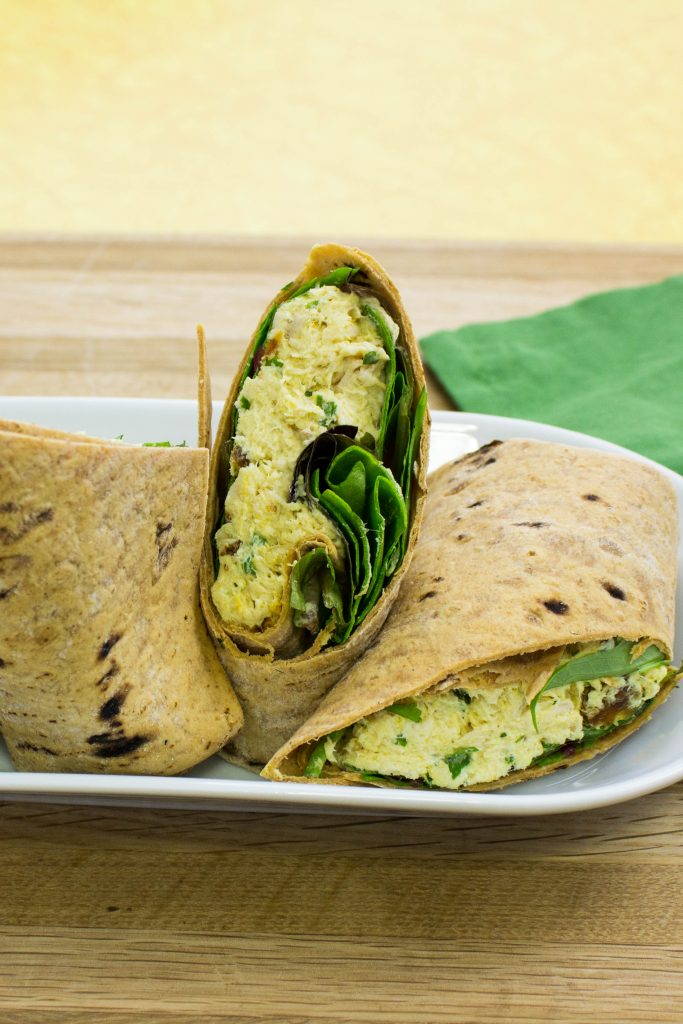 Curry Chicken Salad Wrap is the perfect make ahead lunch for a busy work week. Weight Watchers friendly recipe! www.bitesofflavor.com